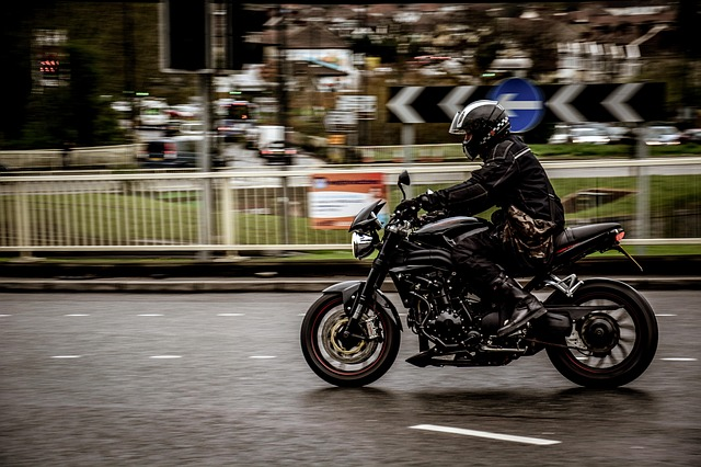 Motorkár ide na motorke.jpg